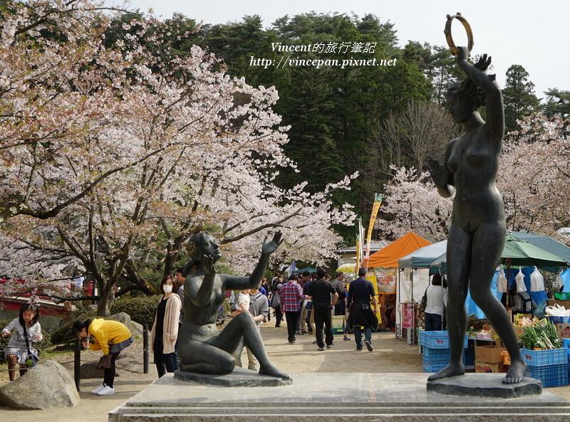 臥龍公園雕像