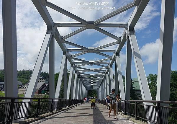 青川之橋上
