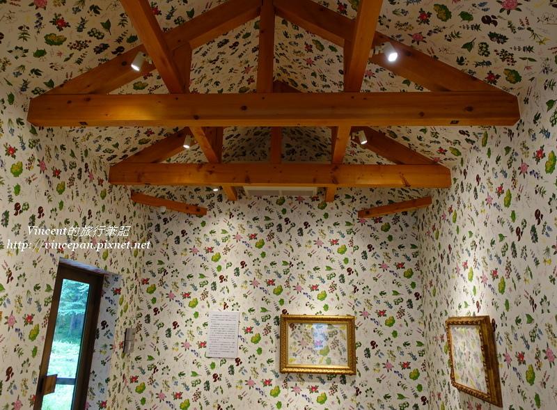 花柄包裝紙館牆壁