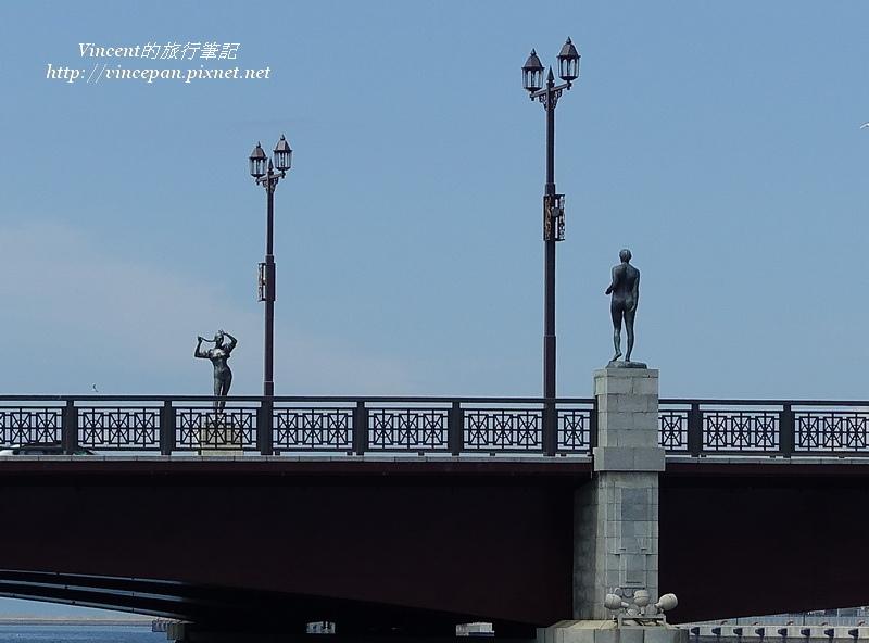 幣舞橋 白天雕像