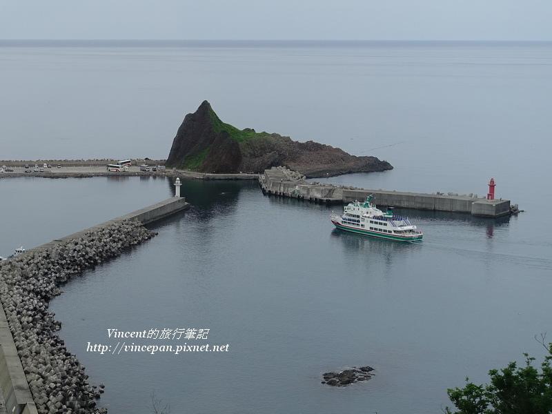 ウトロ觀光船進港