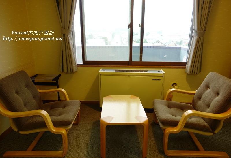 大江本家 靠窗椅子