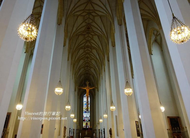聖母主座教堂內部