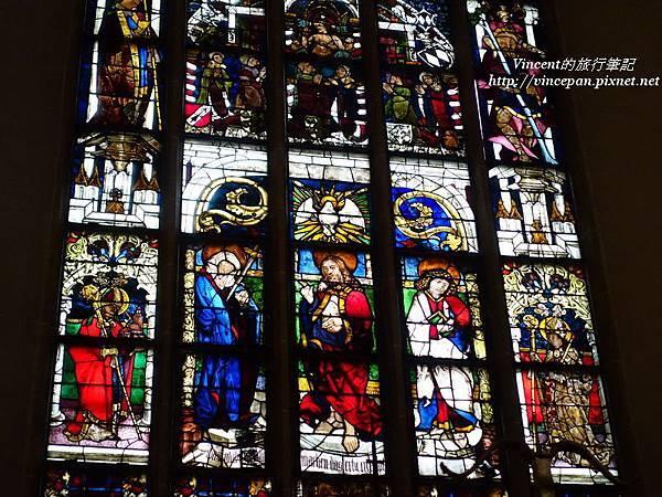 聖母主座教堂 彩繪玻璃2