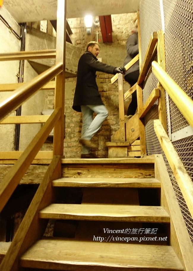 鐘樓 階梯 遊客