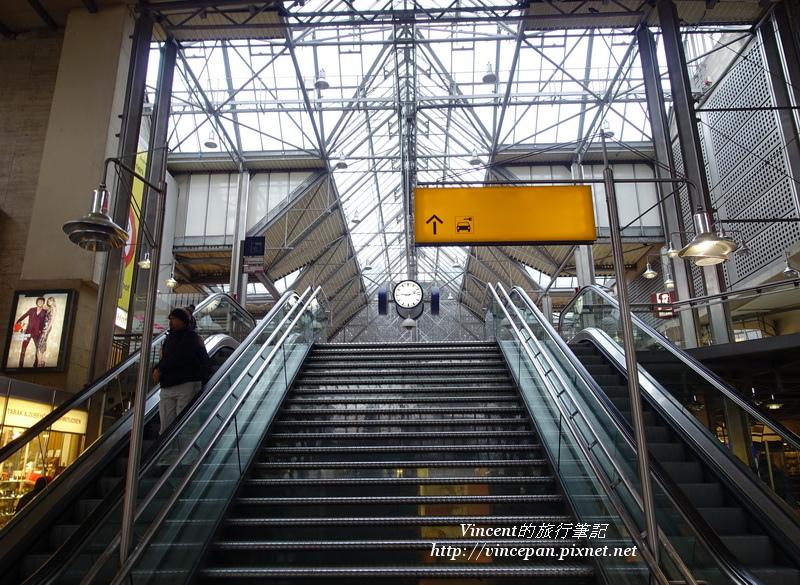 車站電扶梯