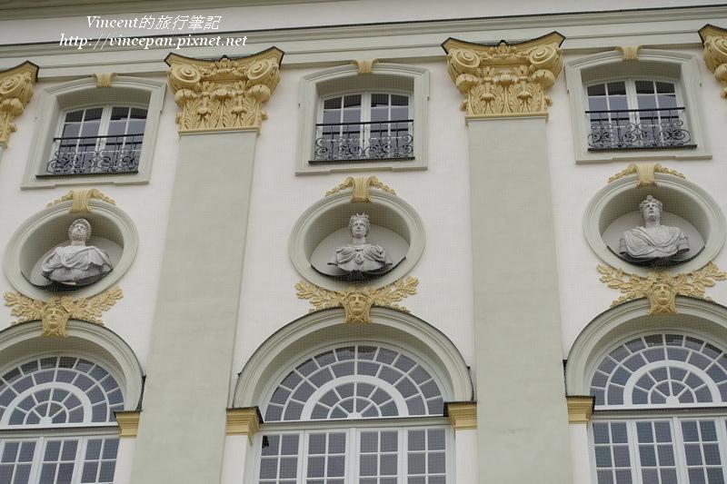 寧芬堡宮 窗戶雕像1