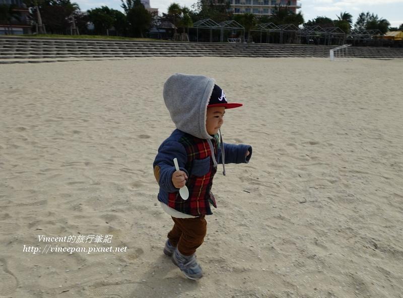 寶寶沙灘奔跑