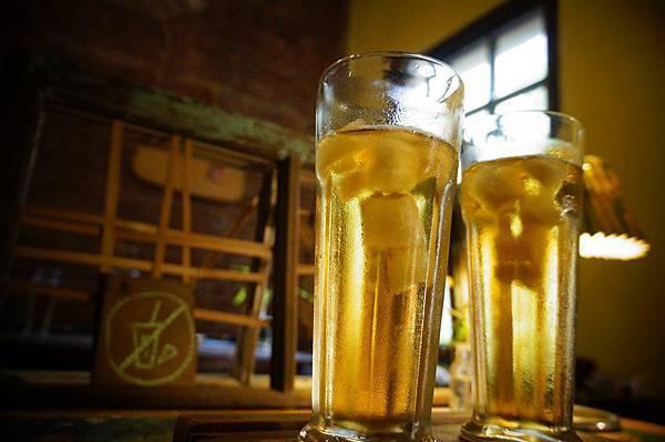 8.來杯冰涼的烏龍茶,可別小看這冰塊,它可是烏龍茶做成的迷你小冰磚 (Copy).JPG