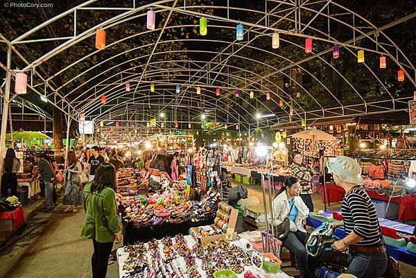 night-bazaar-chiang-mai-thailand.jpg