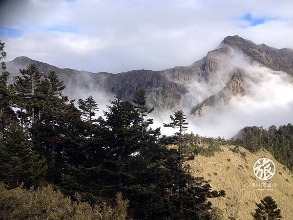 193 IMG_8173 主峰雲霧繚繞.jpg