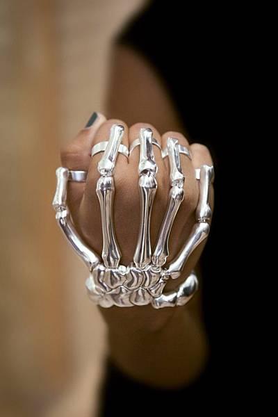 darkbeautymag-Anna-Mckenzie-bracelet-Delfina-Delettrez-640x960
