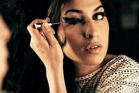 amy-winehouse-eyeliner_grande.jpg