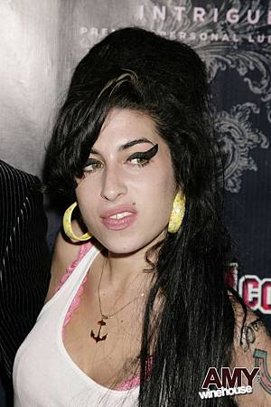 Amy-amy-winehouse-1617738-798-1200.jpg