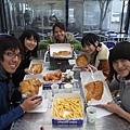 好吃的炸魚薯條~ 只有紐華學生才有喔~.jpg