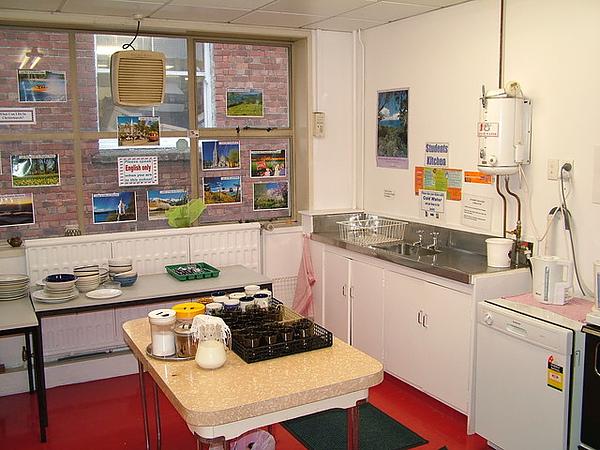 應有盡有的學校廚房.jpg