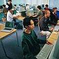 免費的電腦教室供學生使用喔~.jpg