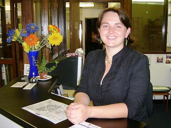 學校接待區的Amy.jpg