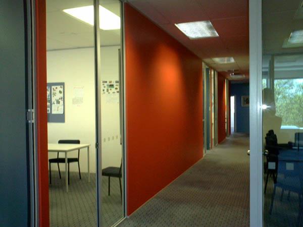 好搶眼的走廊.jpg