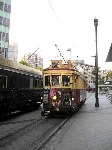 很復古的city tour火車.jpg