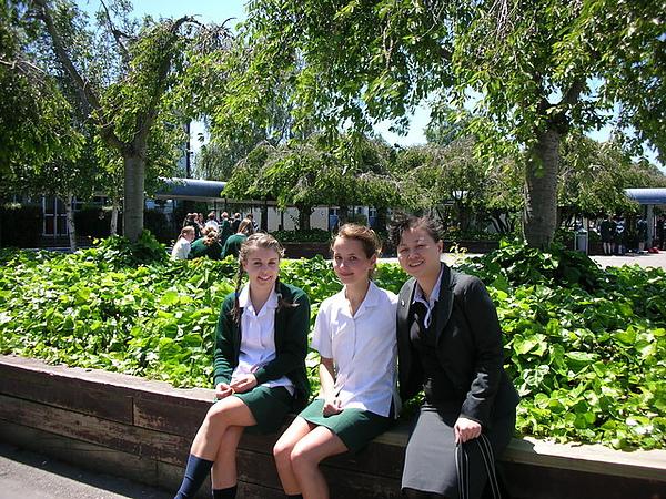 和基督城的可愛中學生合照.jpg