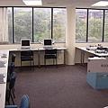 陽光充足的電腦教室.jpg
