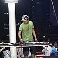 原來是個DJ阿~~