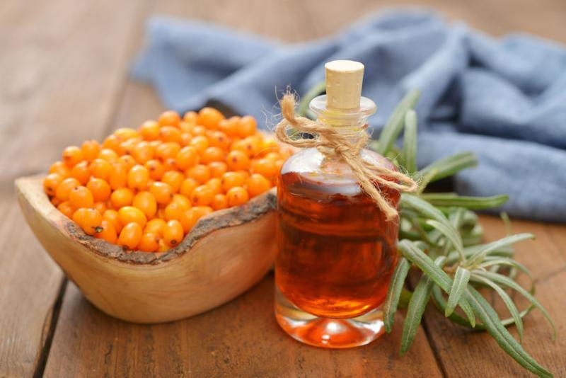 Sea-Buckthorn-Oil-and-Berries.jpg