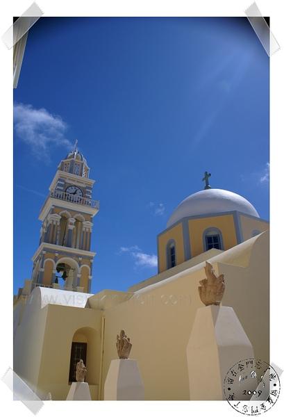 Fira街上的教堂