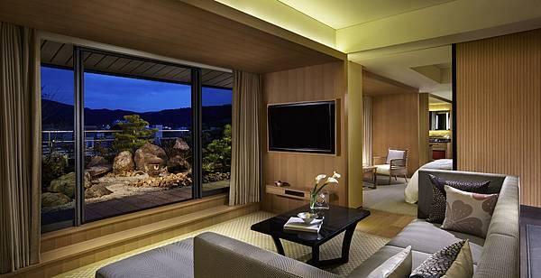 Garden Terrace Suite_Livingroom.jpg