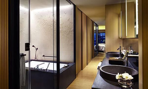 Luxury KAMOGAWA_Bathroom.jpg