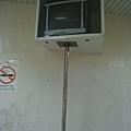 公車站的電視,保護真周到
