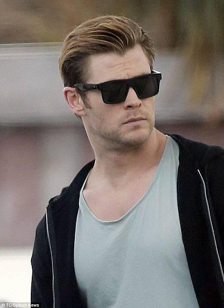 Chris Hemsworth  AM EYEWEAR @必久戴眼鏡