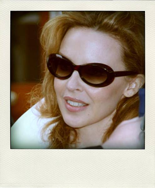 Kylie Minogue in 'Bude' Oliver Goldsmith Sunglasses