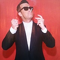 Robbie Williams in 'Kolus' Oliver Goldsmith Sunglasses