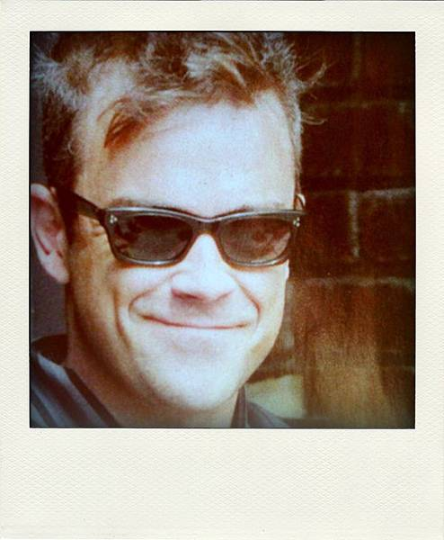 Robbie Williams in 'Vice Consul' Oliver Goldsmith Sunglasses
