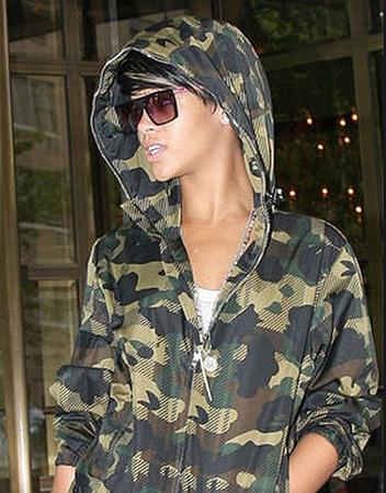 Rihanna蕾哈娜 AM Eyeywear Cobsey @必久戴眼鏡