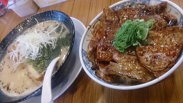 拉麵配叉燒飯