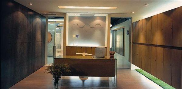 接待櫃台及客人置物櫃&產品展示區