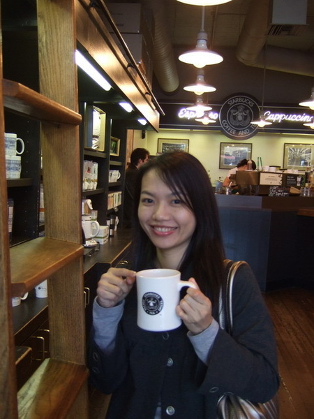 第一家Starbucks~杯子超重,我買了2個