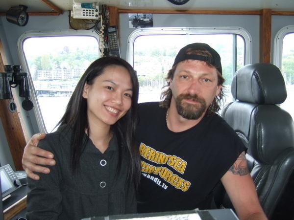 西雅圖-和時光大盜號船長約翰在駕駛艙合影