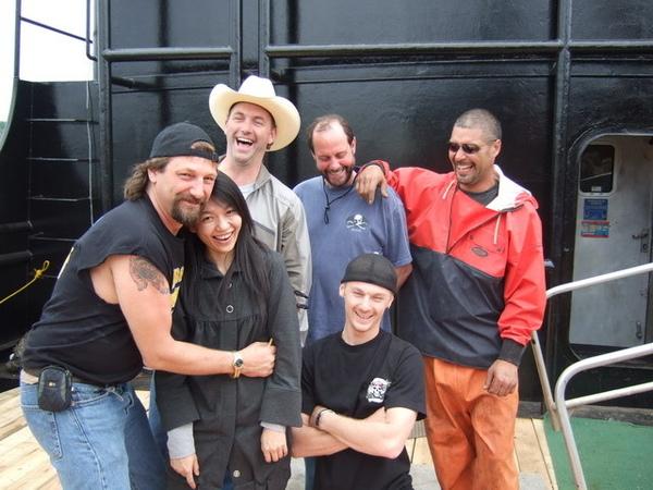 西雅圖-和時光大盜號的兩位船長及水手合影,狂笑後尷尬的我