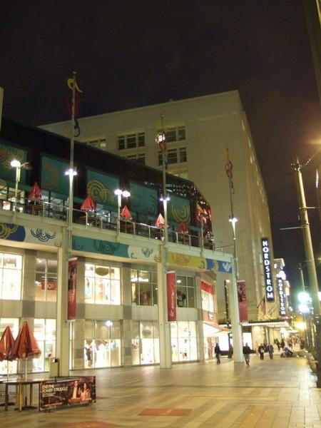 西雅圖夜未眠-但百貨公司真的很早關