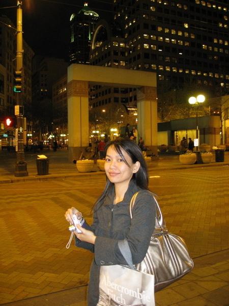 西雅圖的夜,店都打烊了我還在找吃晚餐的地方