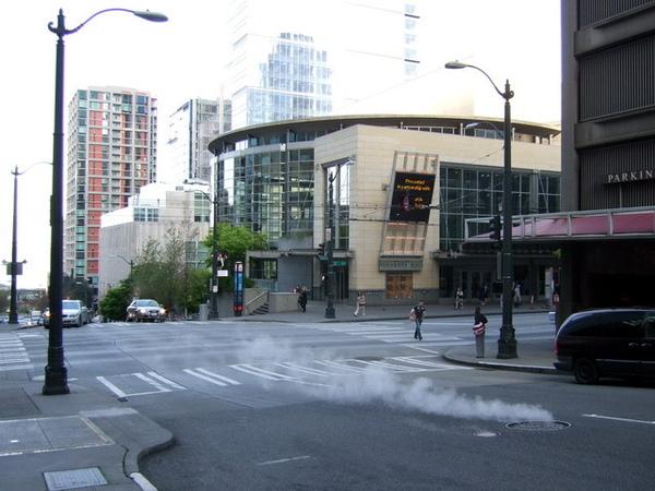 西雅圖-清晨冒著煙的馬路