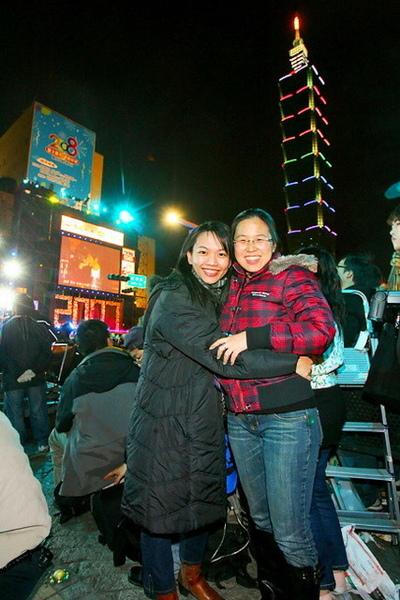 2008年第一個擁抱的人