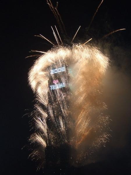 拍得差強人意的台北101煙火