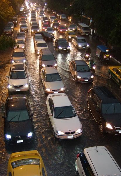 下雨的曼谷塞車.jpg
