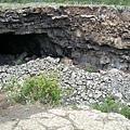 白湖附近的火山岩洞