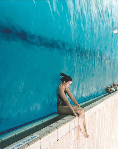 assise-au-bord-de-la-piscine.jpg